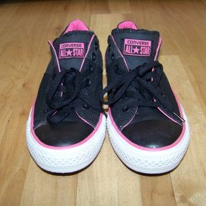 Converse Womens All Stars size 9. NO flaws.